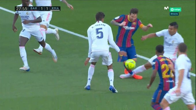 Casemiro penalti Messi